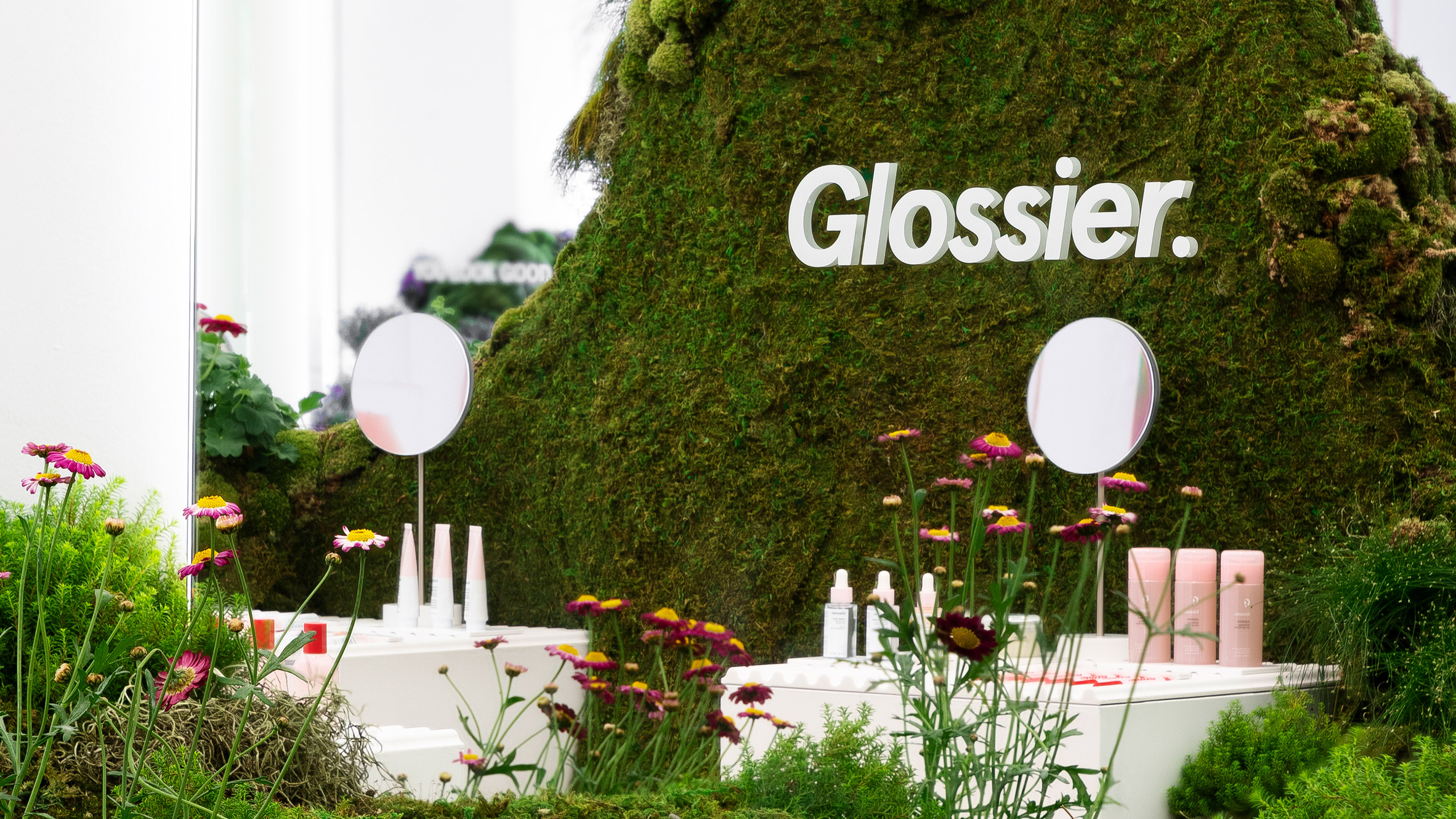 glossier-pop-up-store